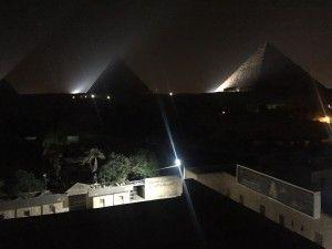 夜ピラミッド